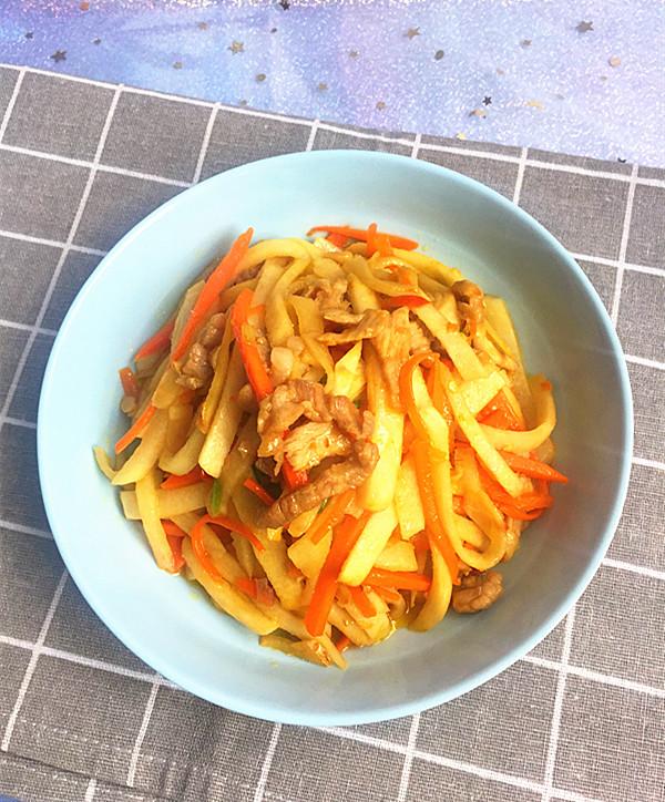 剁椒肉丝炒凉薯成品图