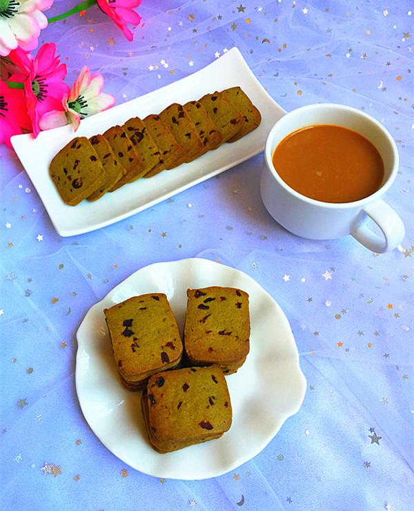 抹茶蔓越莓饼干成品图