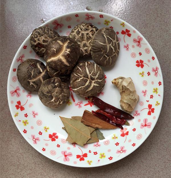 花菇焖烧土鸡肉#午餐#的做法图解