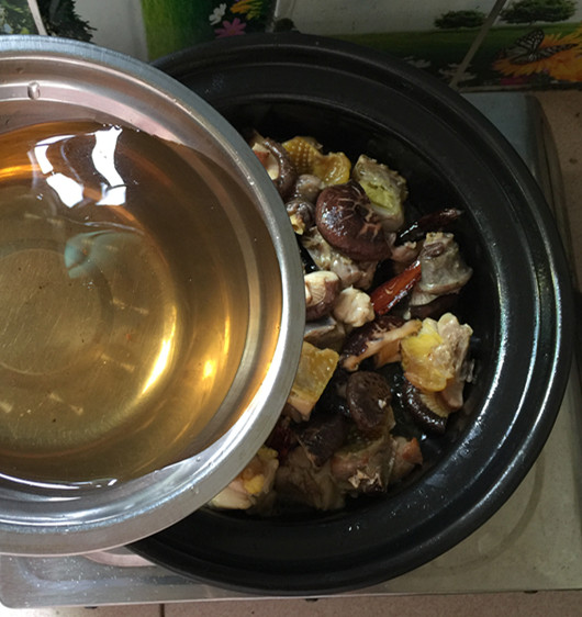 花菇焖烧土鸡肉#午餐#怎样做