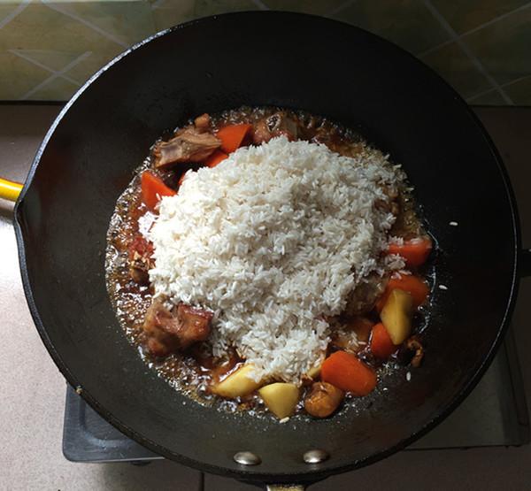 杂蔬排骨焖饭怎样做