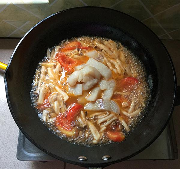 海鲜菇煮狭鳕鱼柳怎样做