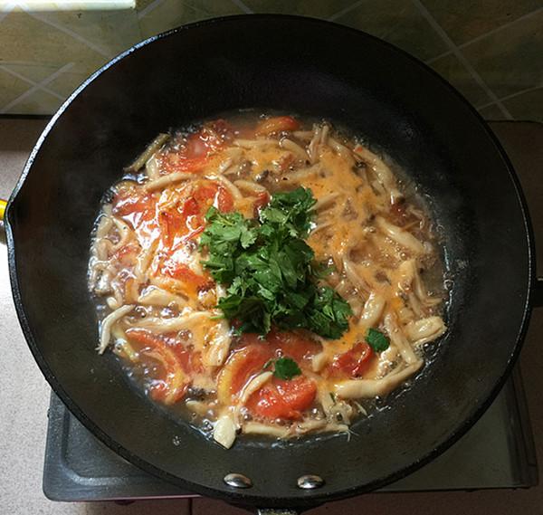 海鲜菇煮狭鳕鱼柳的制作