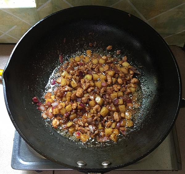 黑椒土豆鸡丁的制作