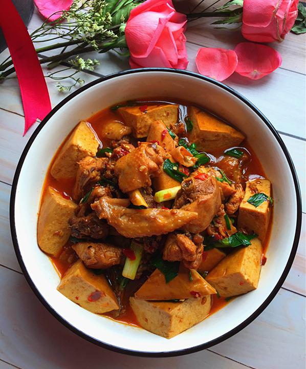 熏豆干焖烧鸡块成品图