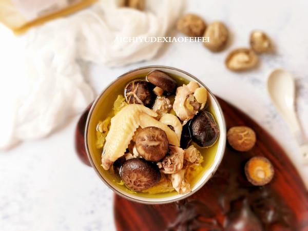 花菇炖鸡汤成品图