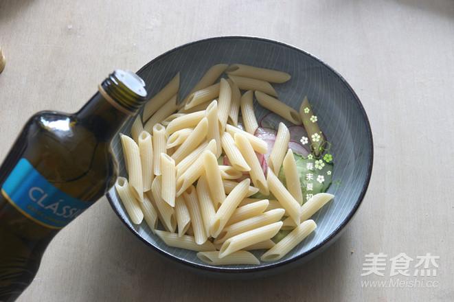 蔬果沙拉配肉酱意大利面怎么炒