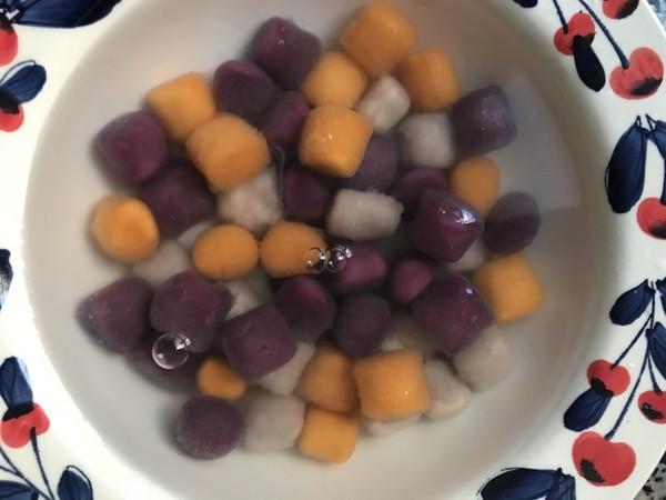 黄桃玉米芋圆甜汤的家常做法
