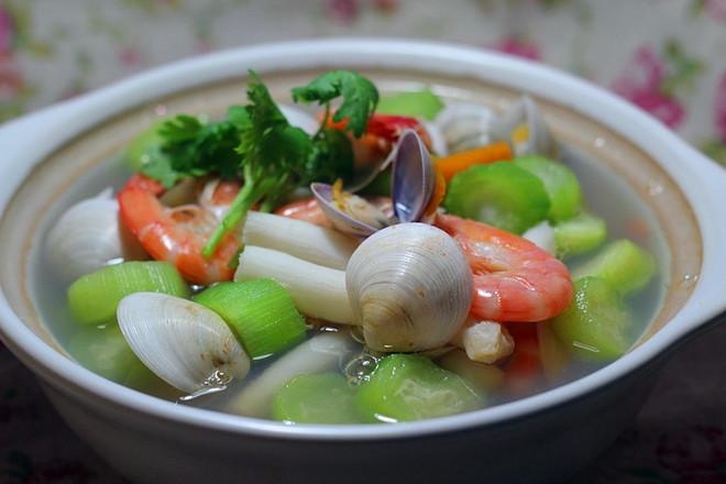 海鲜蔬菜汤成品图