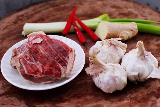 美食DIY——红烧牛肉炖大蒜