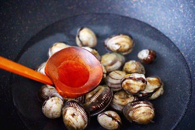 辣根温拌秋葵毛蛤的家常做法
