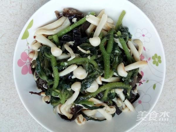 海鲜菇木耳炒冰菜成品图