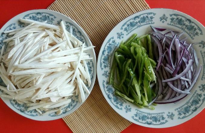 下饭菜——螺丝椒葱头炒三丝的家常做法
