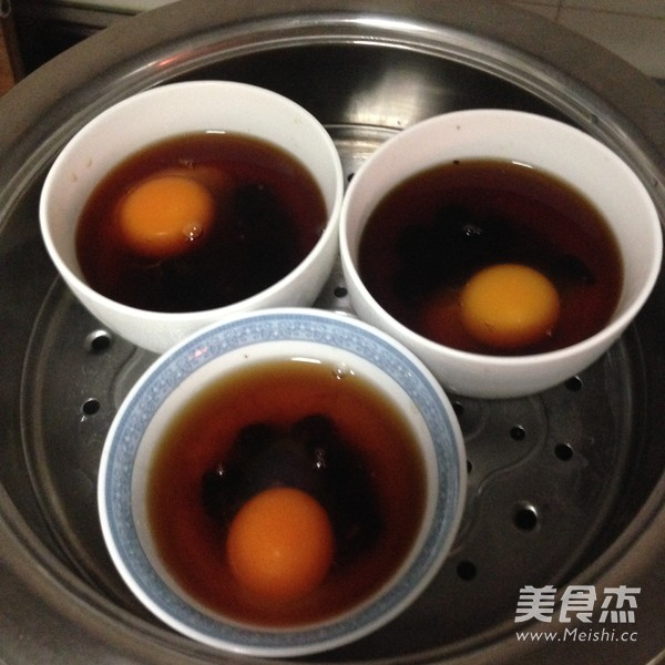 红糖酒炖鸡蛋的家常做法