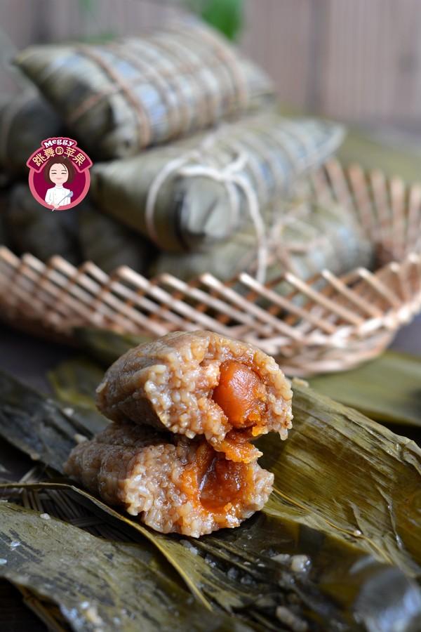 咸蛋黄鲜肉粽成品图