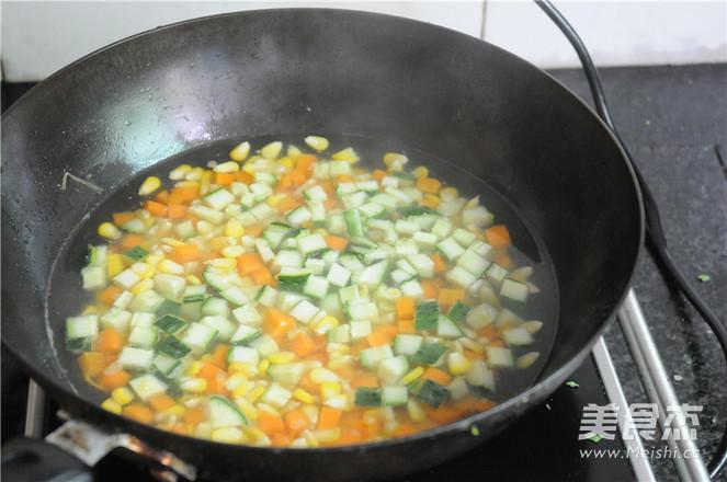 午餐肉炒蔬菜粒的简单做法