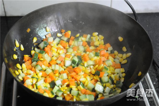 午餐肉炒蔬菜粒怎么炒