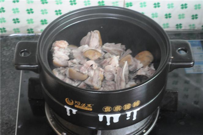 土豆羊排煲怎么炒