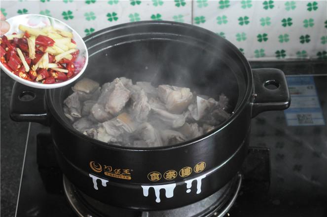 土豆羊排煲怎么煮