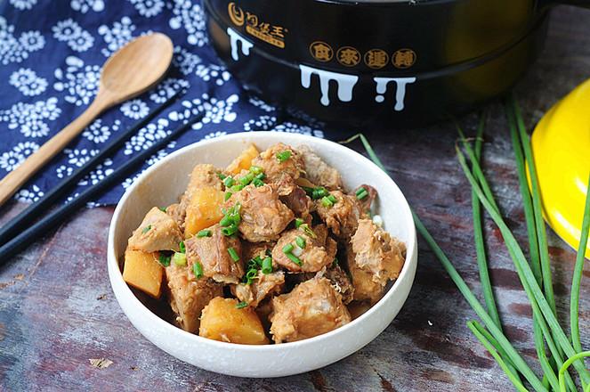 土豆焖排骨成品图