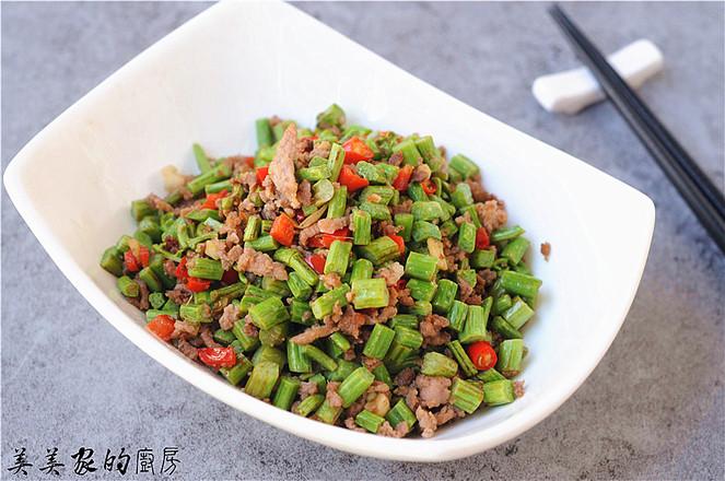 蕨菜炒肉末成品图
