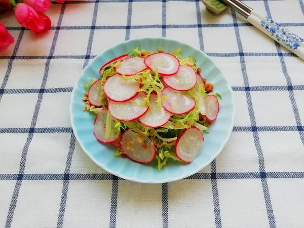 水萝卜拌苦菊成品图