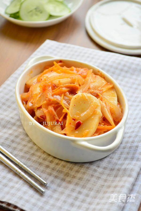 辣白菜炖年糕成品图