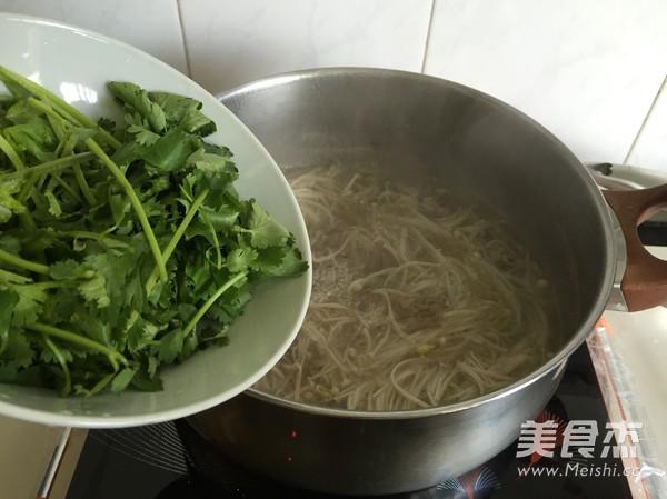 金针菇肥牛汤怎么炒