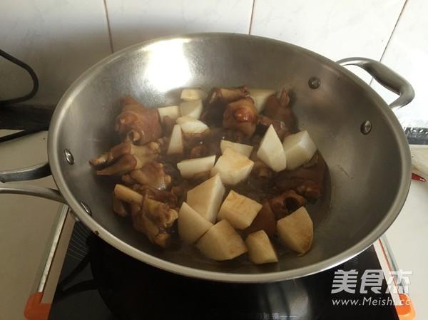 白萝卜焖羊蹄怎么煮