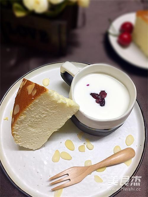 无油酸奶杏仁蛋糕成品图
