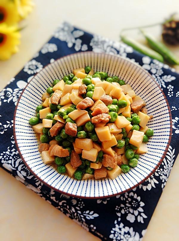 豌豆杏鲍菇炒肉丁成品图