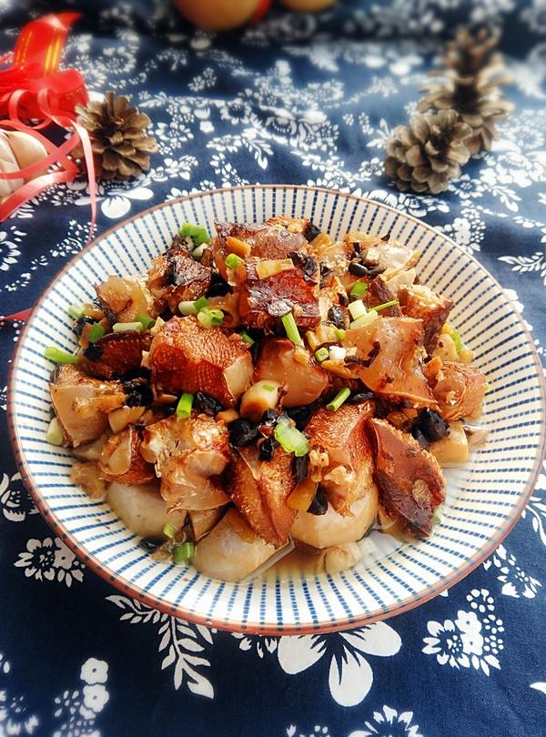 腊鱼腩蒸芋头成品图