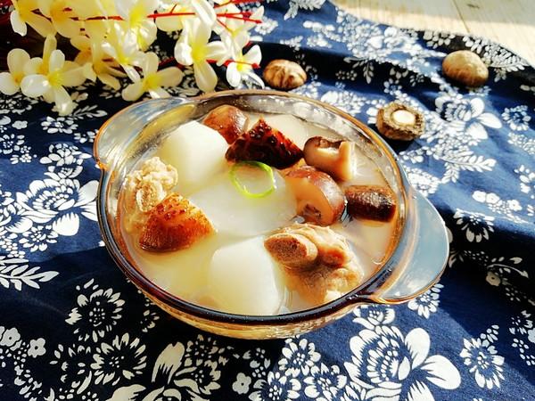 花菇萝卜炖排骨汤成品图