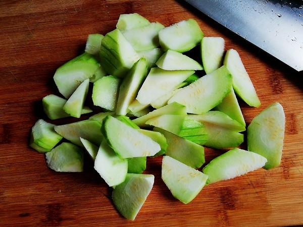 丝瓜炒荔枝的做法图解