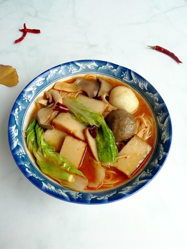 麻辣热汤面成品图
