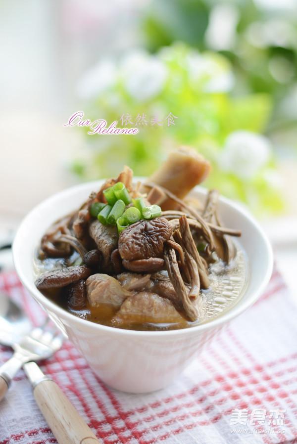 茶树菇煲鸭汤成品图