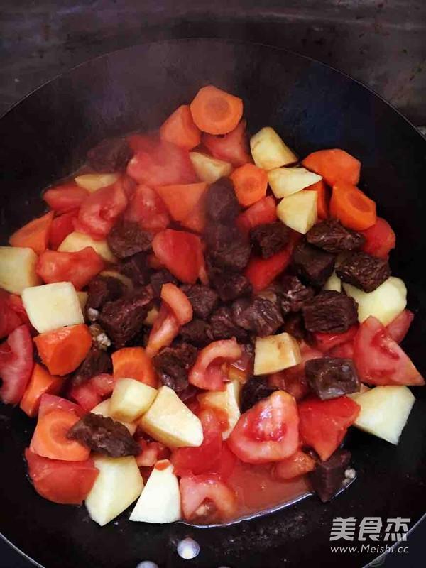 西红柿土豆胡萝卜炖牛腩的做法图解