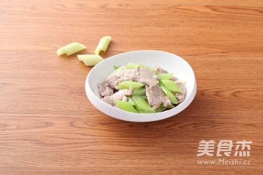 西芹炒肉片成品图
