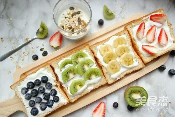 早餐水果吐司成品图