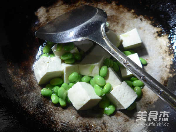 毛豆烧豆腐的简单做法