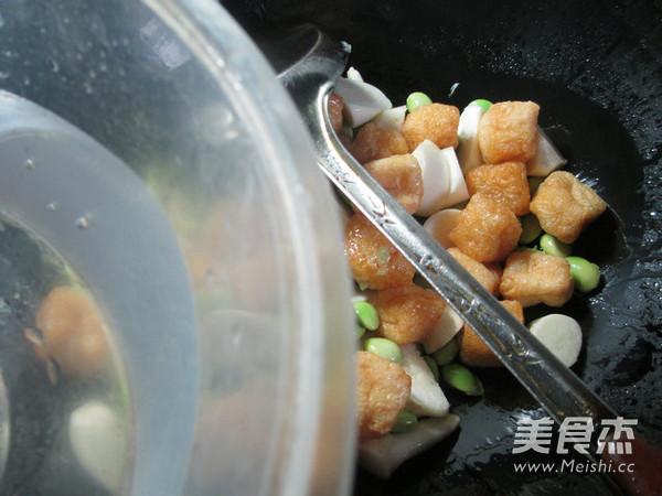 毛豆茭白煮小油豆腐的简单做法