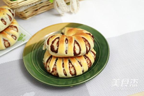 花形豆沙面包成品图