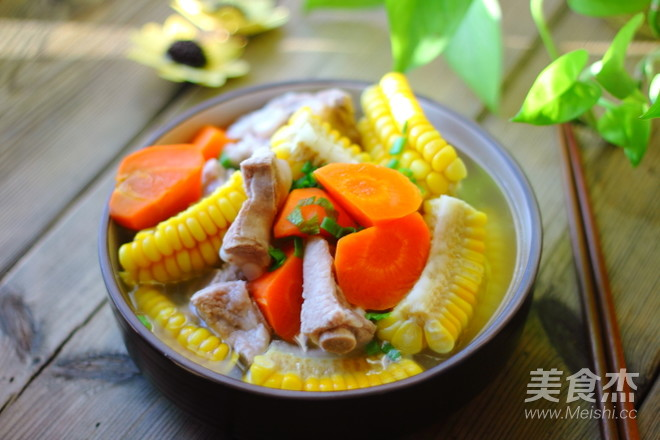 玉米排骨胡萝卜汤成品图
