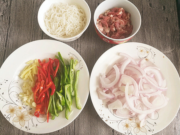 洋葱牛肉炒米粉的简单做法
