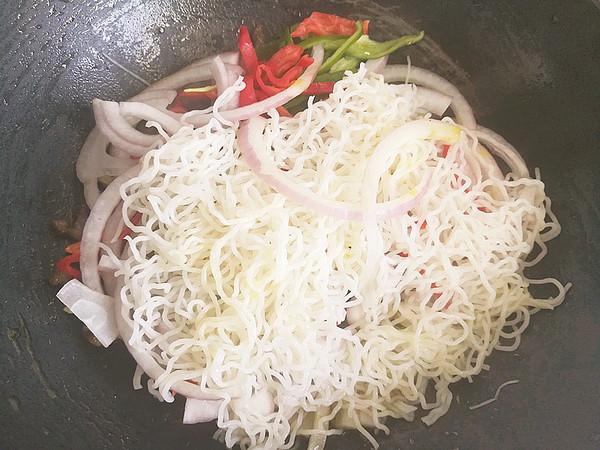 洋葱牛肉炒米粉怎么煮