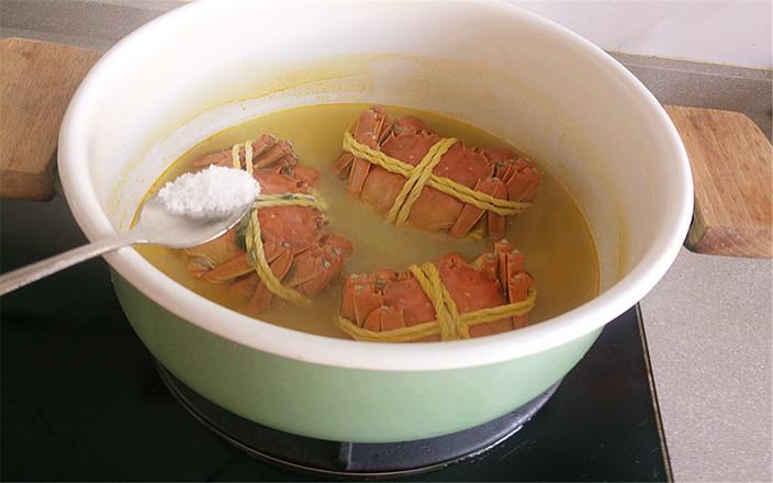 水煮大闸蟹怎么吃