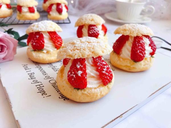 草莓夹心奶油泡芙成品图