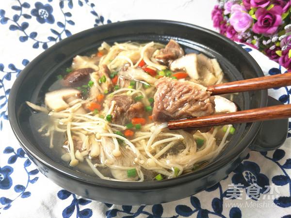 清炖牛肉菌菇汤成品图