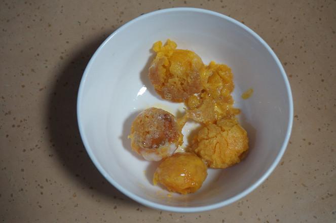 网红咸蛋黄冰激凌怎么吃
