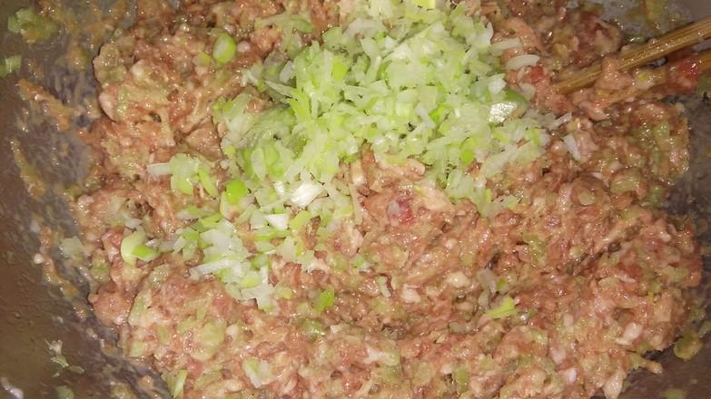 芹菜猪肉饺子,皮薄馅大面软。的做法图解